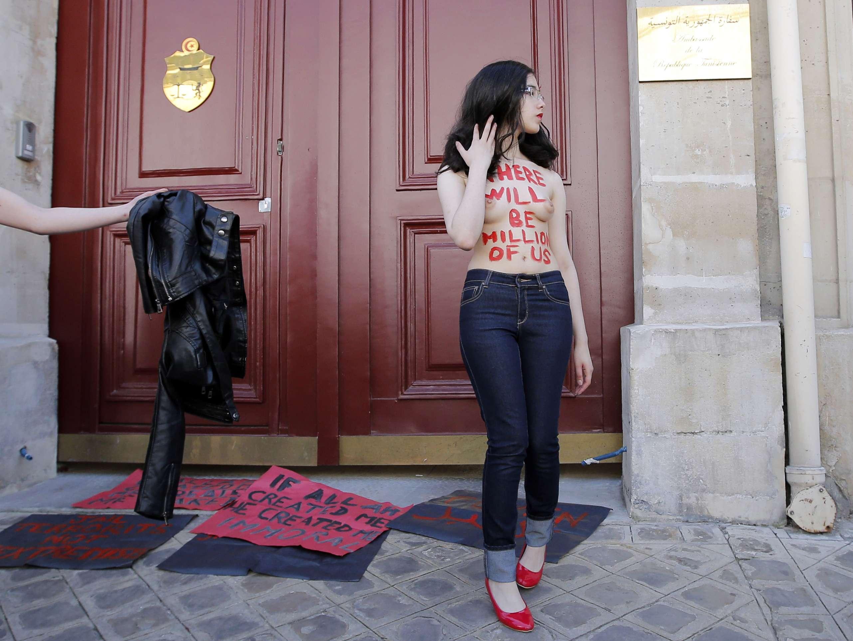 Aliaa Magda Elmahdy se considera atea desde los 16 años de edad y a los 18 dejó la casa de sus padres para irse a vivir con su novio.