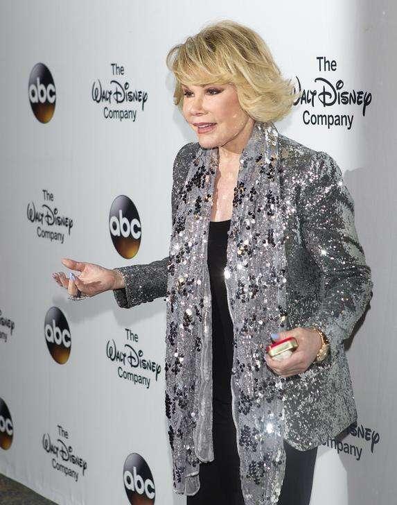 Joan Rivers é levada para hospital após parada respiratória