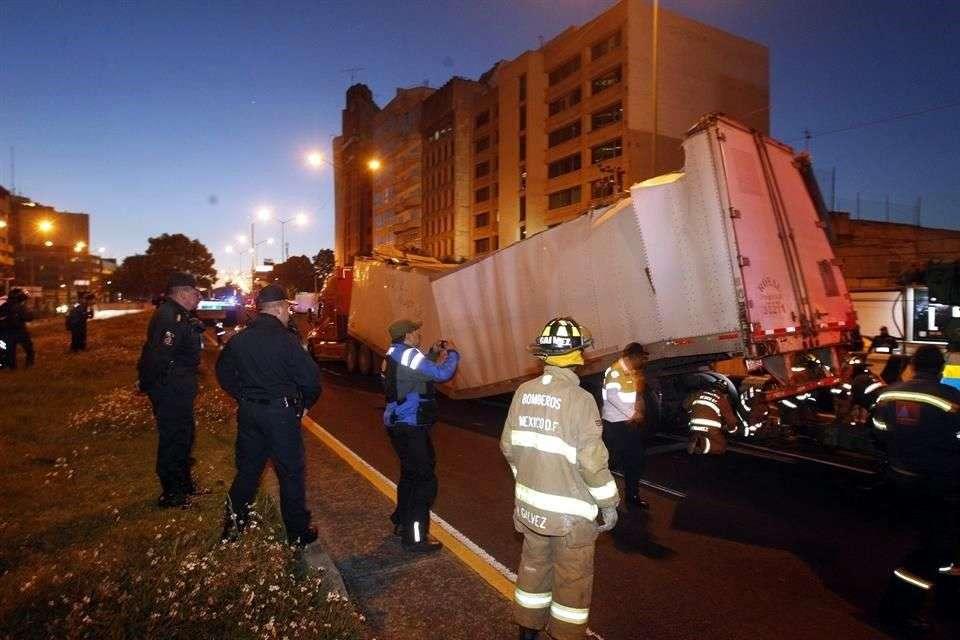 Chofer del tráiler que causó daños al Viaducto es consignado