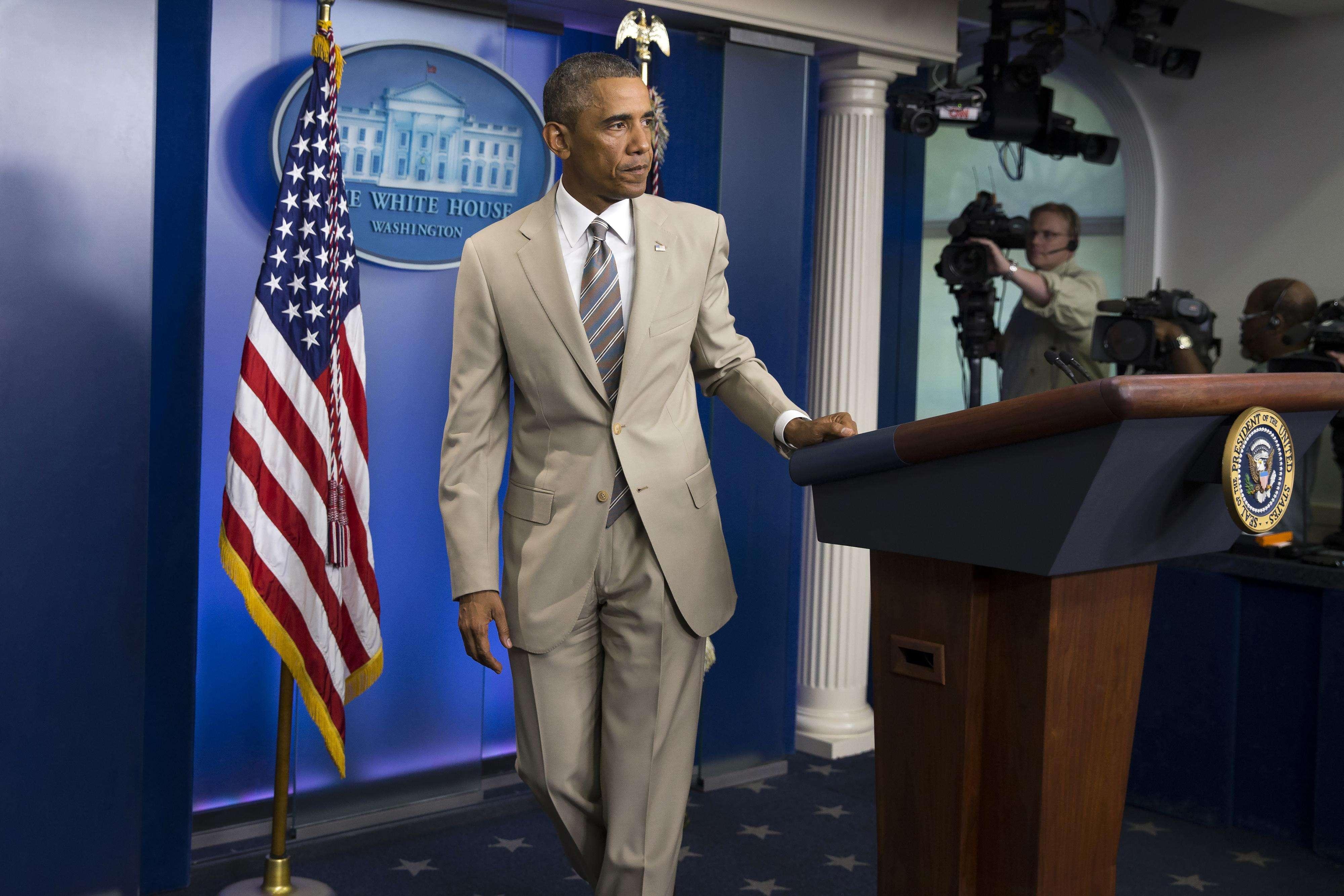 Traje arena de Obama causa ola de comentarios en internet