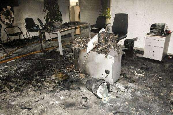 Horrendo: Mujer se quema a lo bonzo e intenta matar a hijos