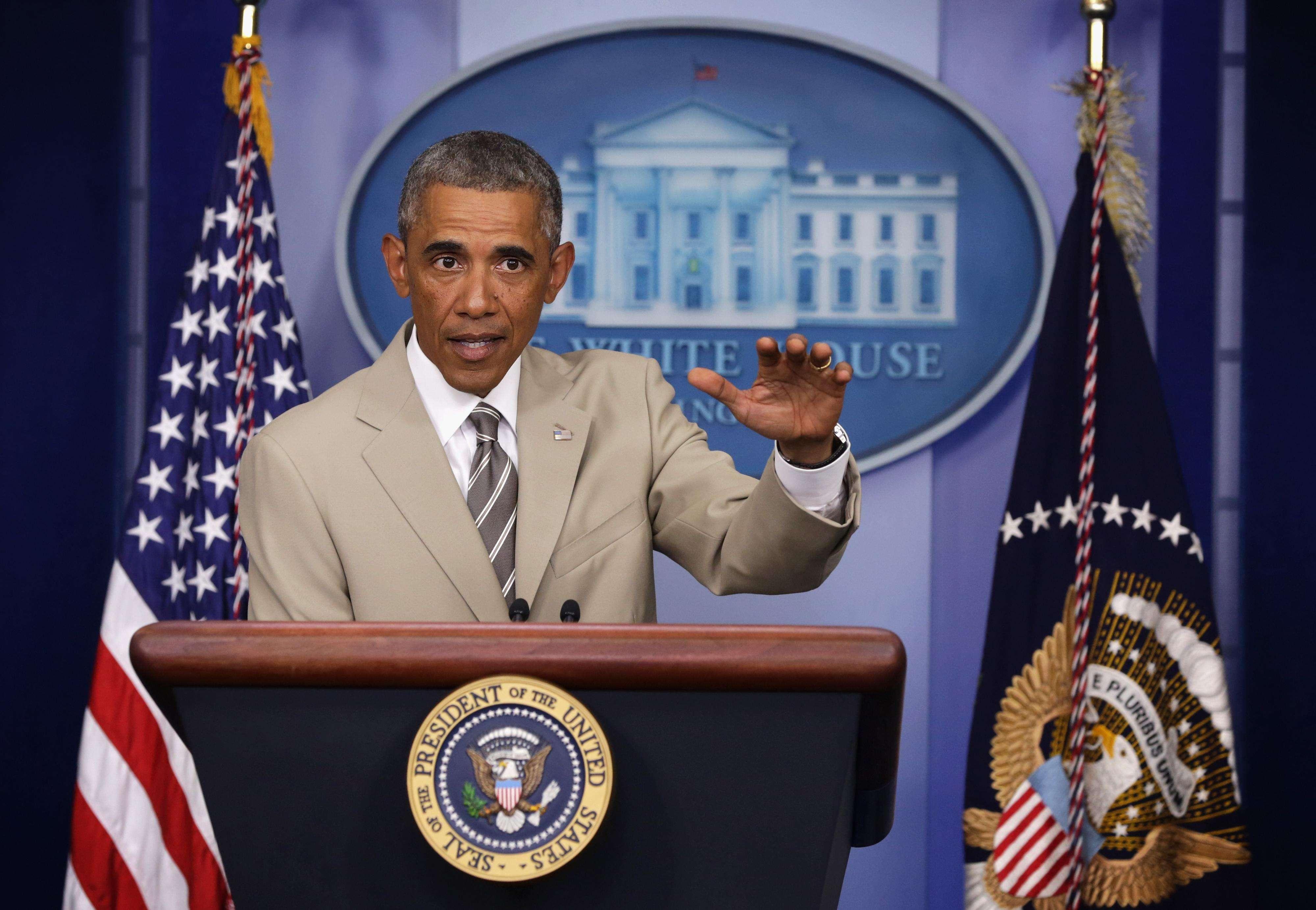 Obama levanta polémica por el color de su chaqueta