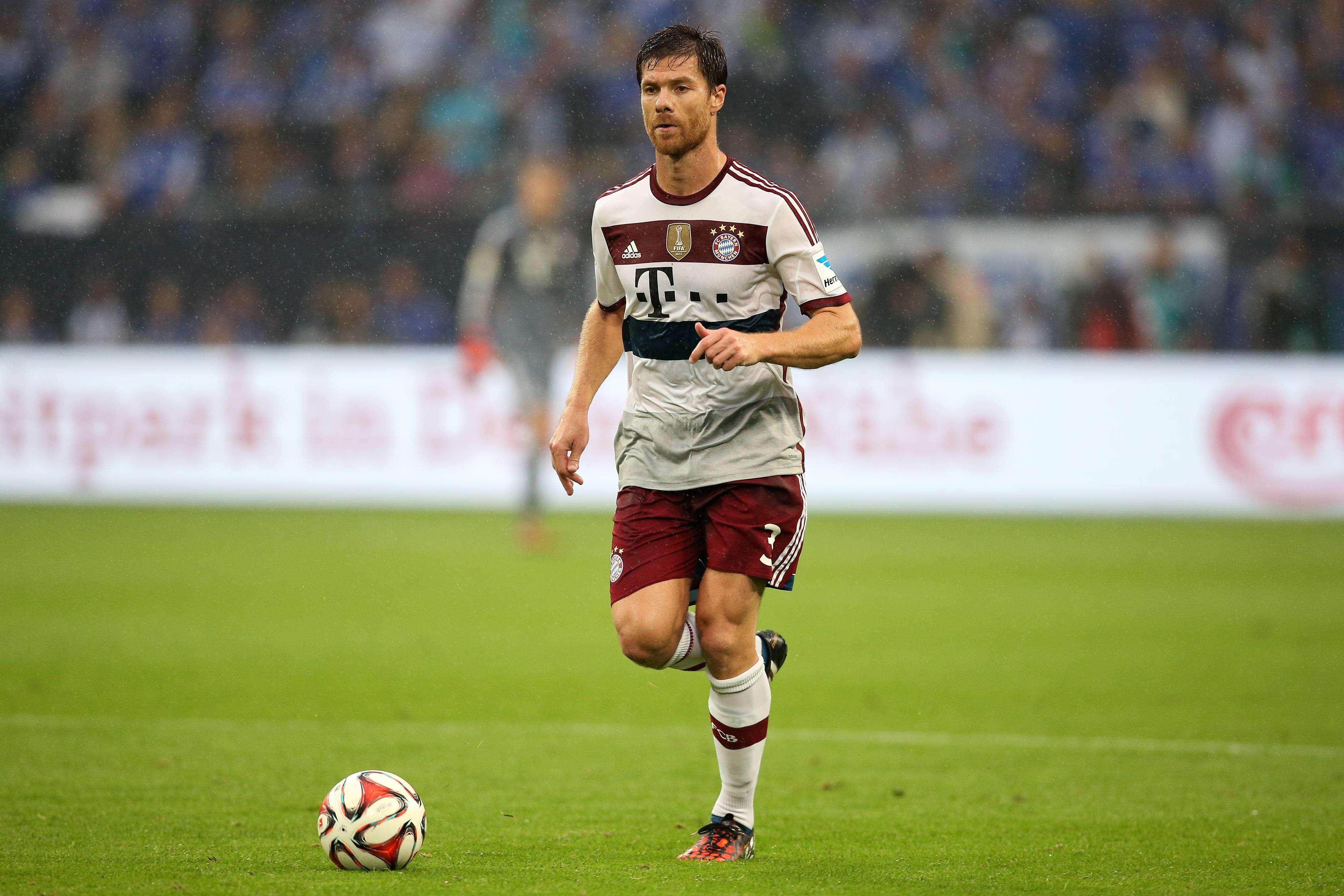 Schalke logró igualar (1-1) en casa ante el Bayern, en el primer juego del mediocapista español con el equipo de Pep Guardiola. Robert Lewandowski y Benedikt Höwedes marcaron los goles.