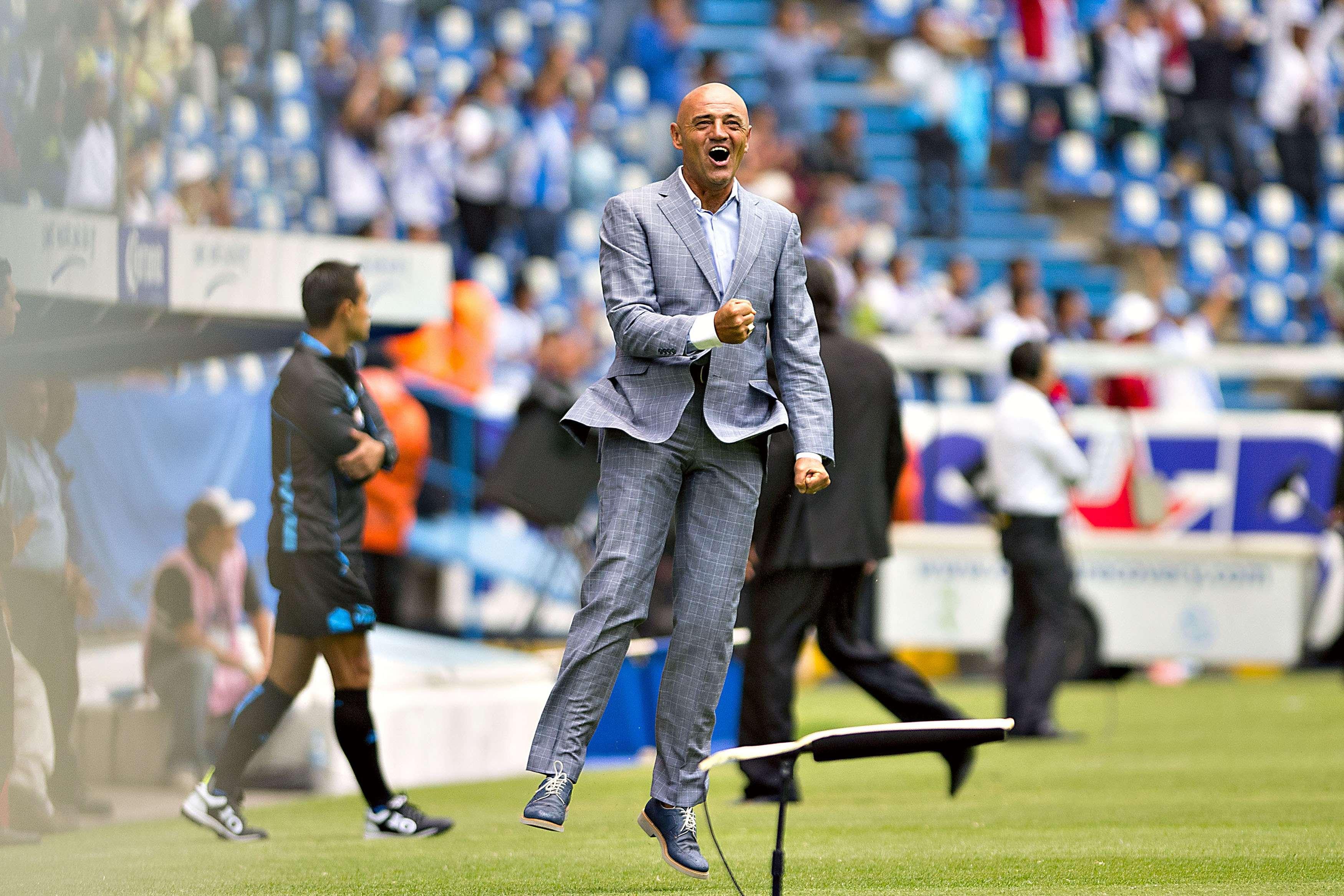 Sánchez Solá regresó al Puebla para salvarlo del descenso. Foto: Mexsport