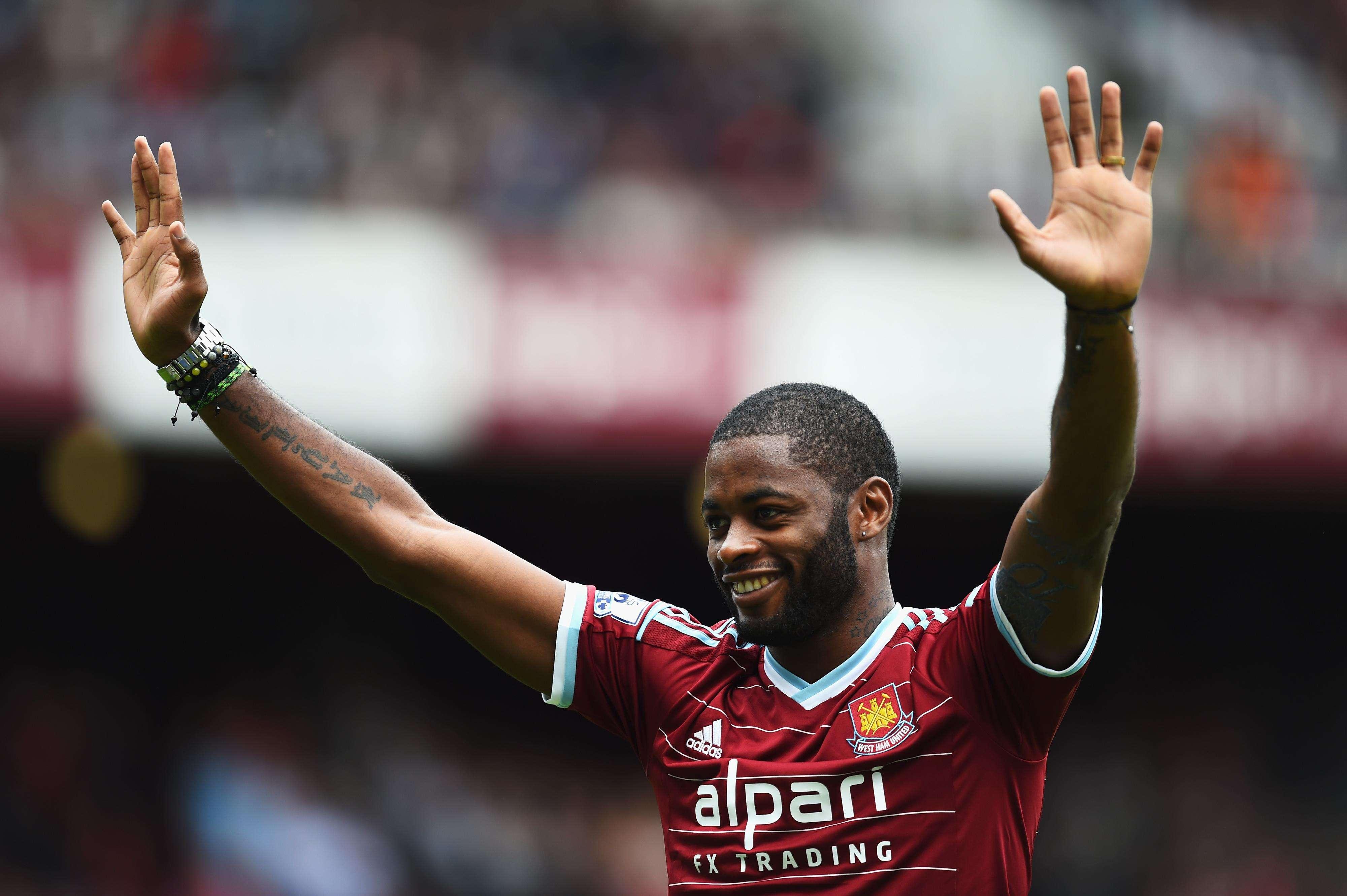 Alex Song ya ha posado con la camiseta del West Ham Foto: Getty Images