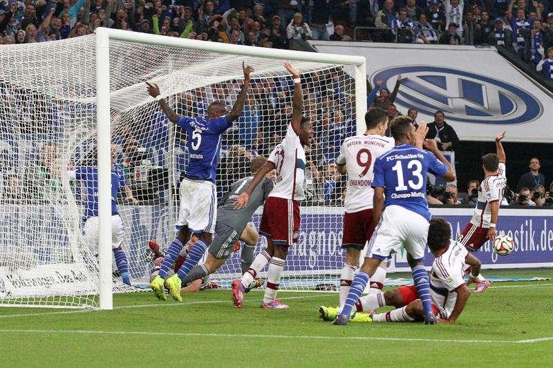 Schalke logró igualar (1-1) en casa ante el Bayern, en el primer juego del mediocapista español con el equipo de Pep Guardiola. Robert Lewandowski y Benedikt Höwedes marcaron los goles. Foto: EFE en español
