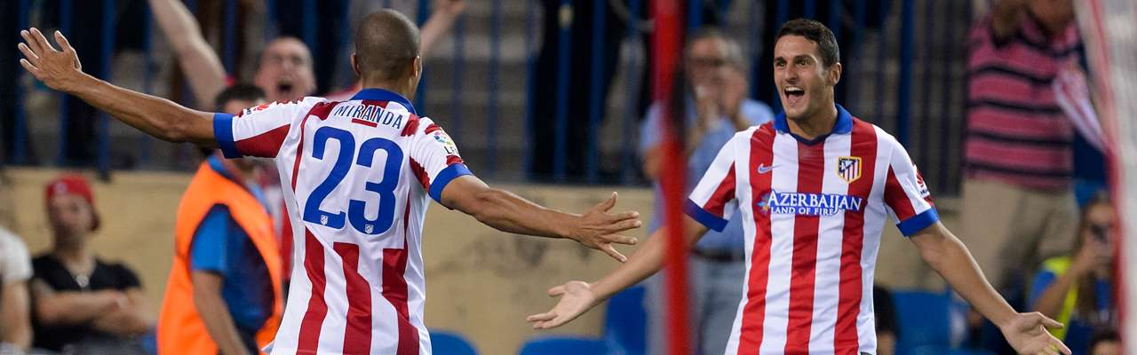 Joao Miranda y Koke celebran el primer gol al Eibar Foto: AFP