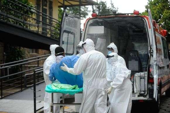 Brasil faz simulação de paciente com Ebola em aeroporto