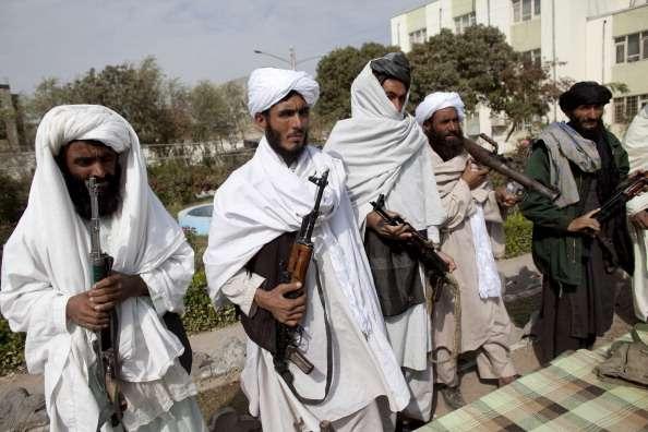 Talibanes ejecutan a civiles en Afganistán