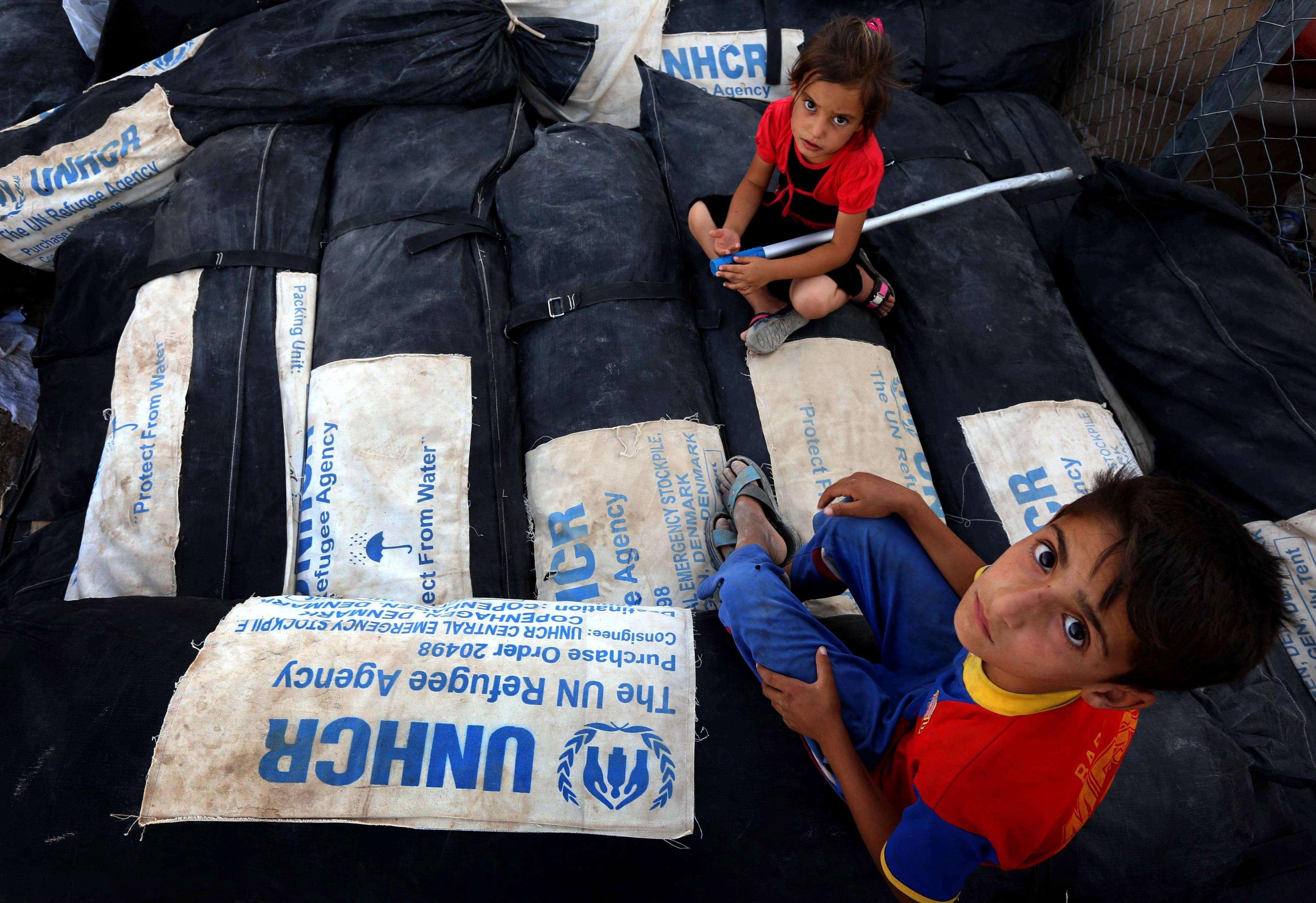 EE.UU. bombardea a Irak mientras lanza ayuda humanitaria