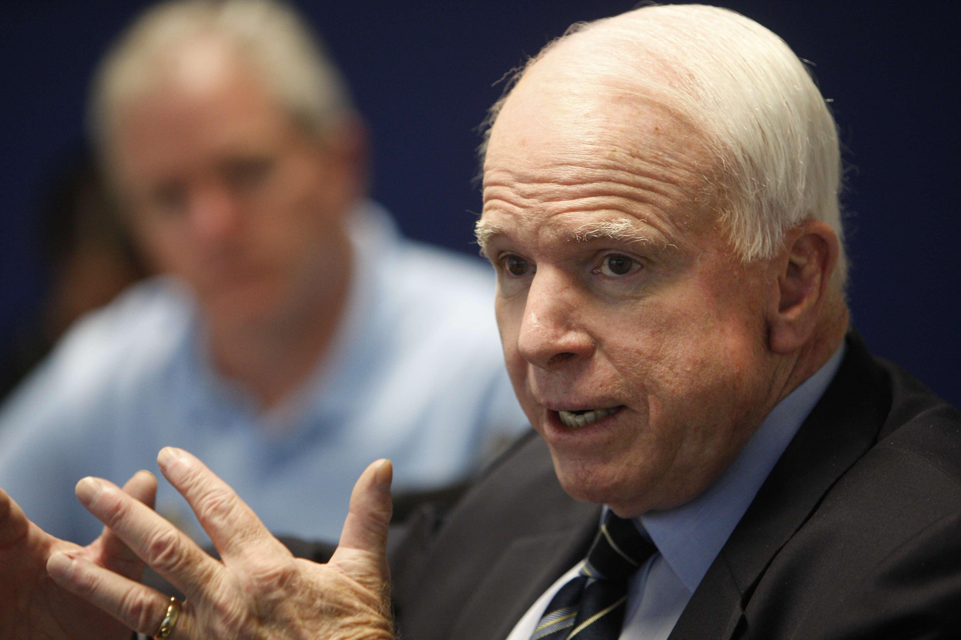 Políticos critican proceder de Obama en crisis internacional