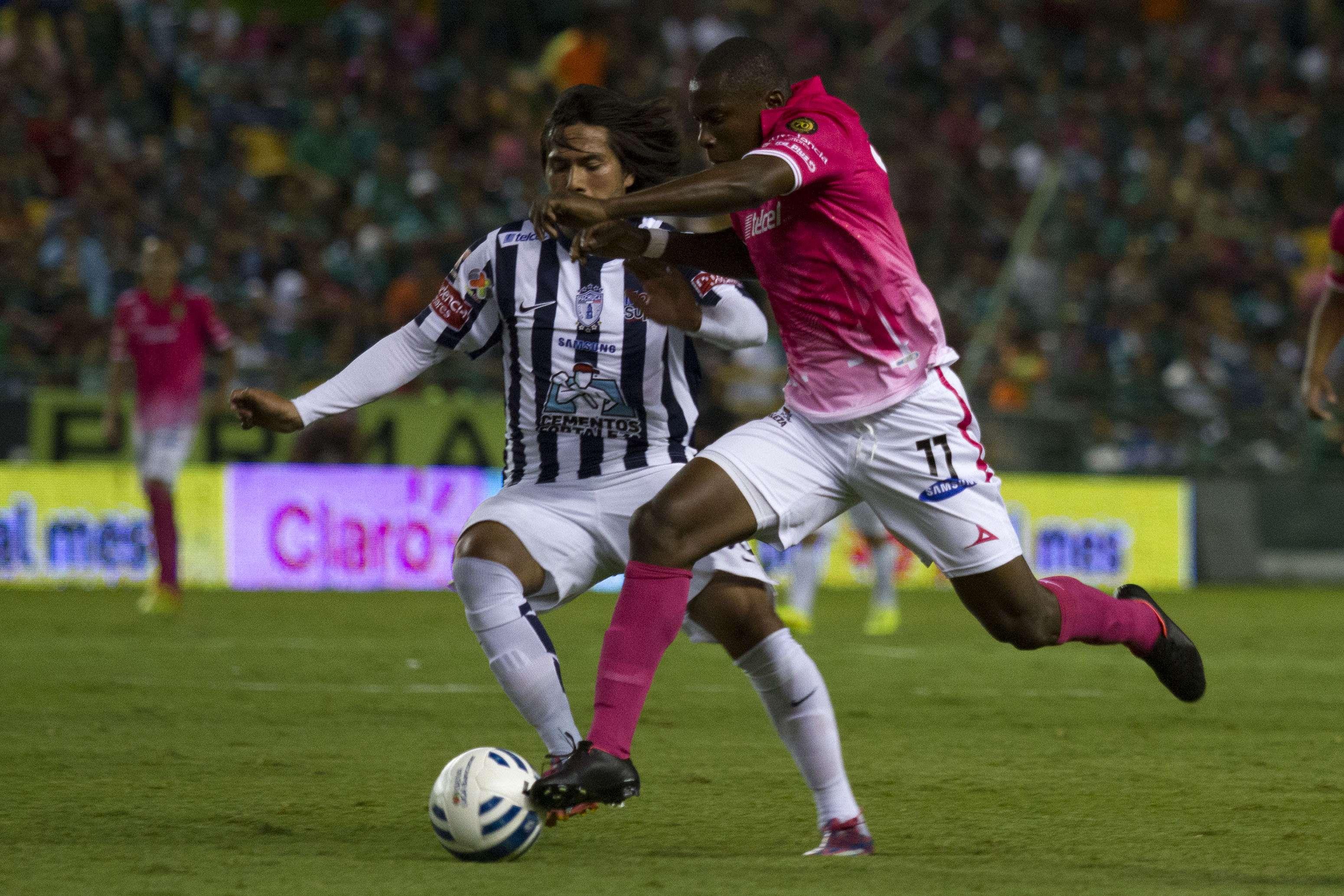 León ante Pachuca en el Estadio del León en un duelo de la familia Martínez. Foto: Imago 7