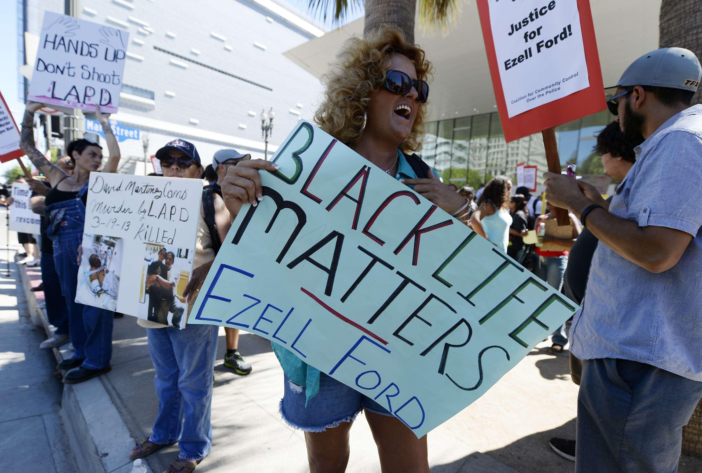 Protestas mientras velan a joven baleado por Policía de LA