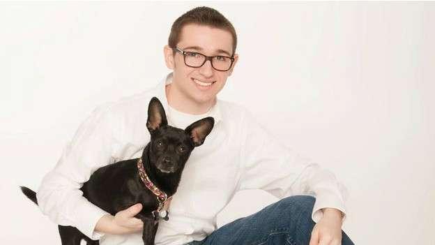 Jovem gay é expulso de casa e divulga vídeo de briga na web