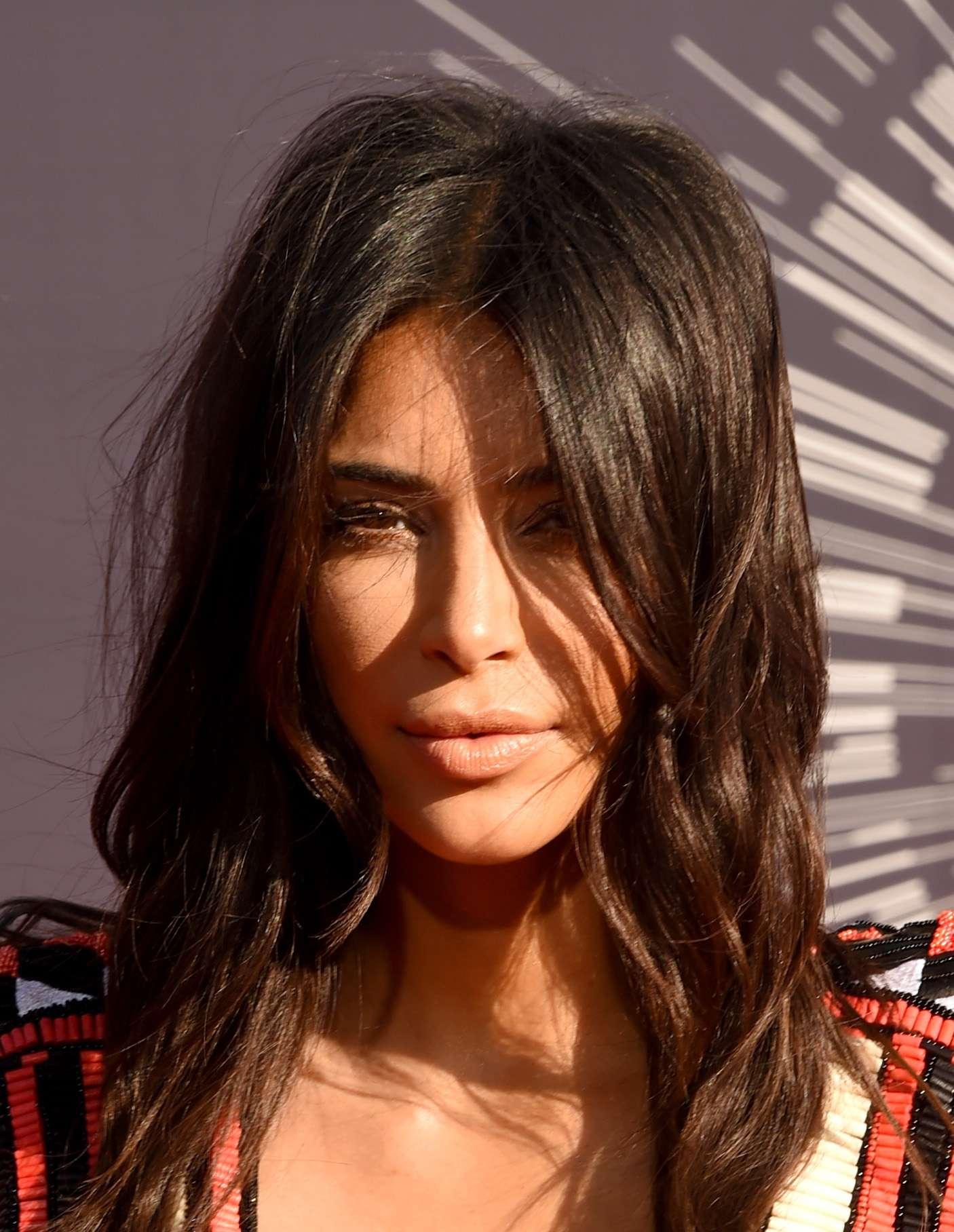 Kim Kardashian evita lavar fios para manter óleos naturais