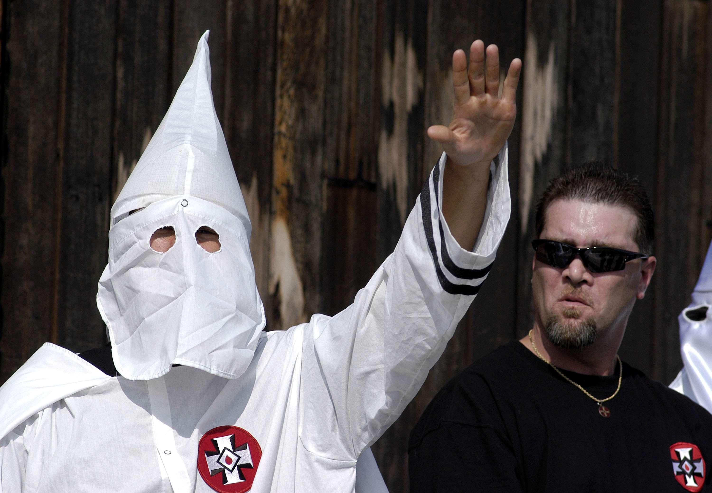 Ku Klux Klan busca miembros en medio de tensiones raciales