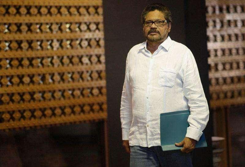 """El jefe de la delegación de las FARC en la mesa de diálogo de paz, Iván Márquez, llega para participar en las conversaciones con el Gobierno colombiano en La Habana, 1 de septiembre , 2014. La guerrilla de las FARC dijo el lunes que las negociaciones de paz con el Gobierno de Colombia no están """"en la recta final"""" y rechazó la posibilidad de crear un comando militar que supervise un proceso de desarme, un tema que podría complicar el diálogo para poner fin al conflicto armado más viejo de la región. Foto: Enrique De La Osa/Reuters"""