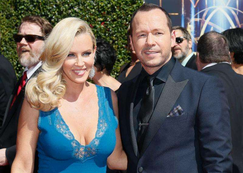 Actress Jenny McCarthy marries pop star Donnie Wahlberg