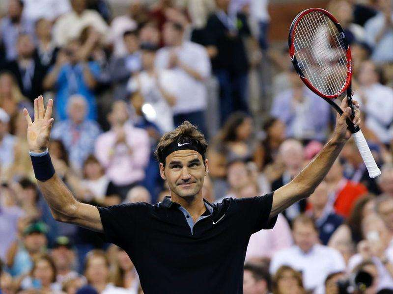 Federer roars into fourth round after weather delay
