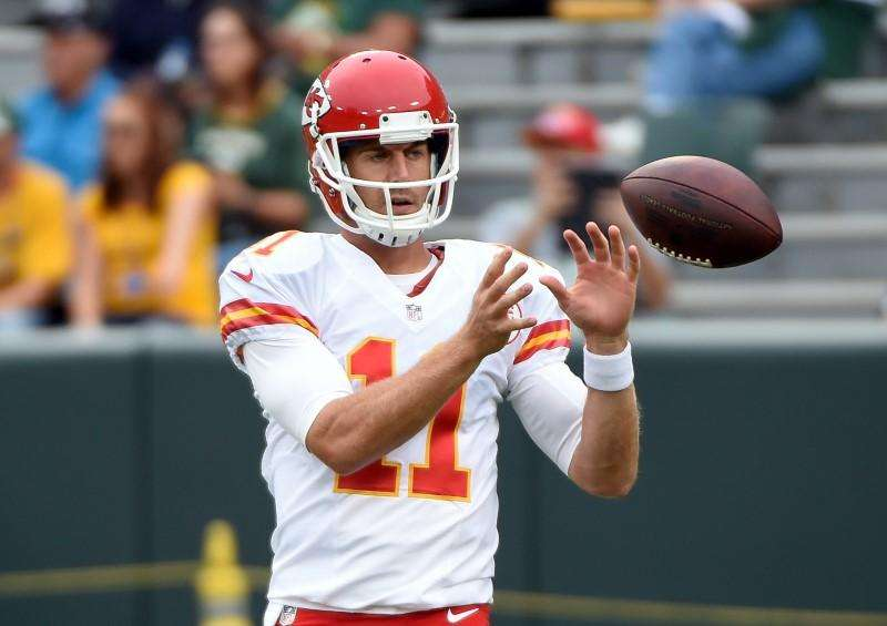 Chiefs sign quarterback Smith to contract extension