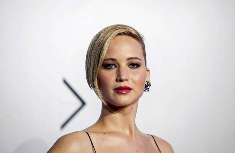 Actress Jennifer Lawrence contacts authorities after ...