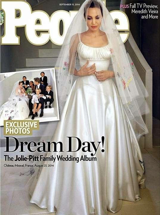 Angelina Jolie fue una novia en Versace, y cada hijo tuvo un rol en la ceremonia.