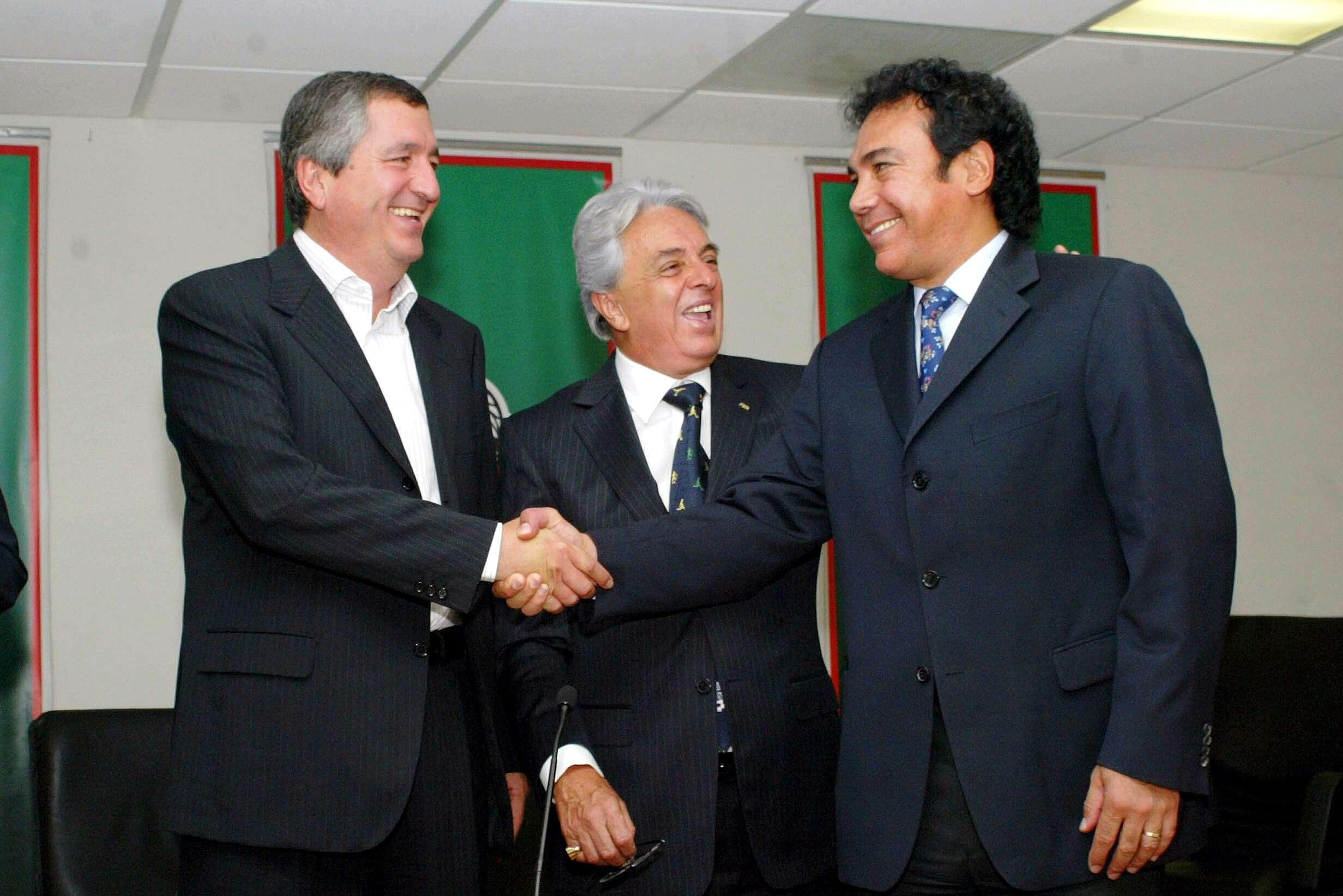 En el 2007, Hugo Sánchez como director técnico de la Selección Mexicana y el empresario Jorge Vergara. Foto: Mexsport