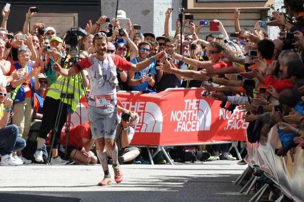 Francois DHaene festeja su llegada en Du Mont Blanc. Foto: Getty Images
