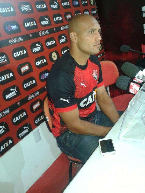 Apresentado, Edno pode estrear pelo Vitória contra o Sport