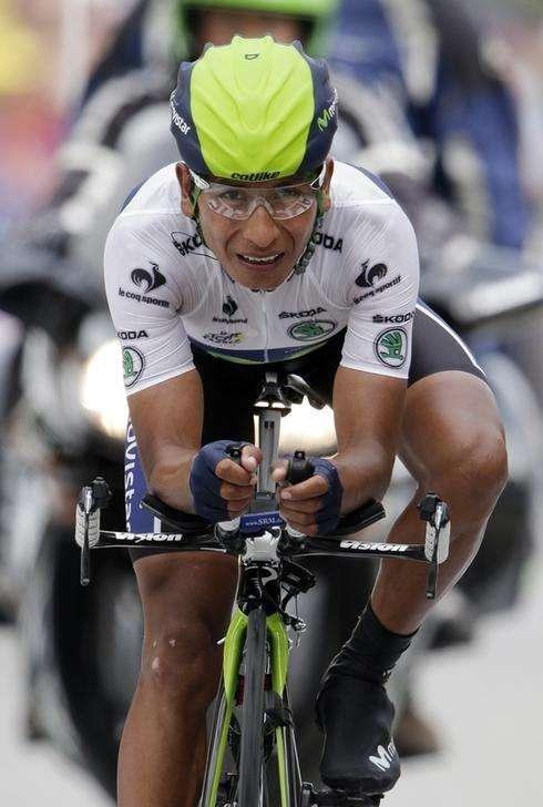 Imagen de archivo del ciclista Nairo Quintana durante su participación en el Tour de Francia la temporada pasada. Julio, 2013. El ciclista colombiano Nairo Quintana abandonó el miércoles la Vuelta a España tras sufrir una caída por segundo día consecutivo, en el transcurso de la etapa 11. Foto: Jacky Naegelen/Reuters