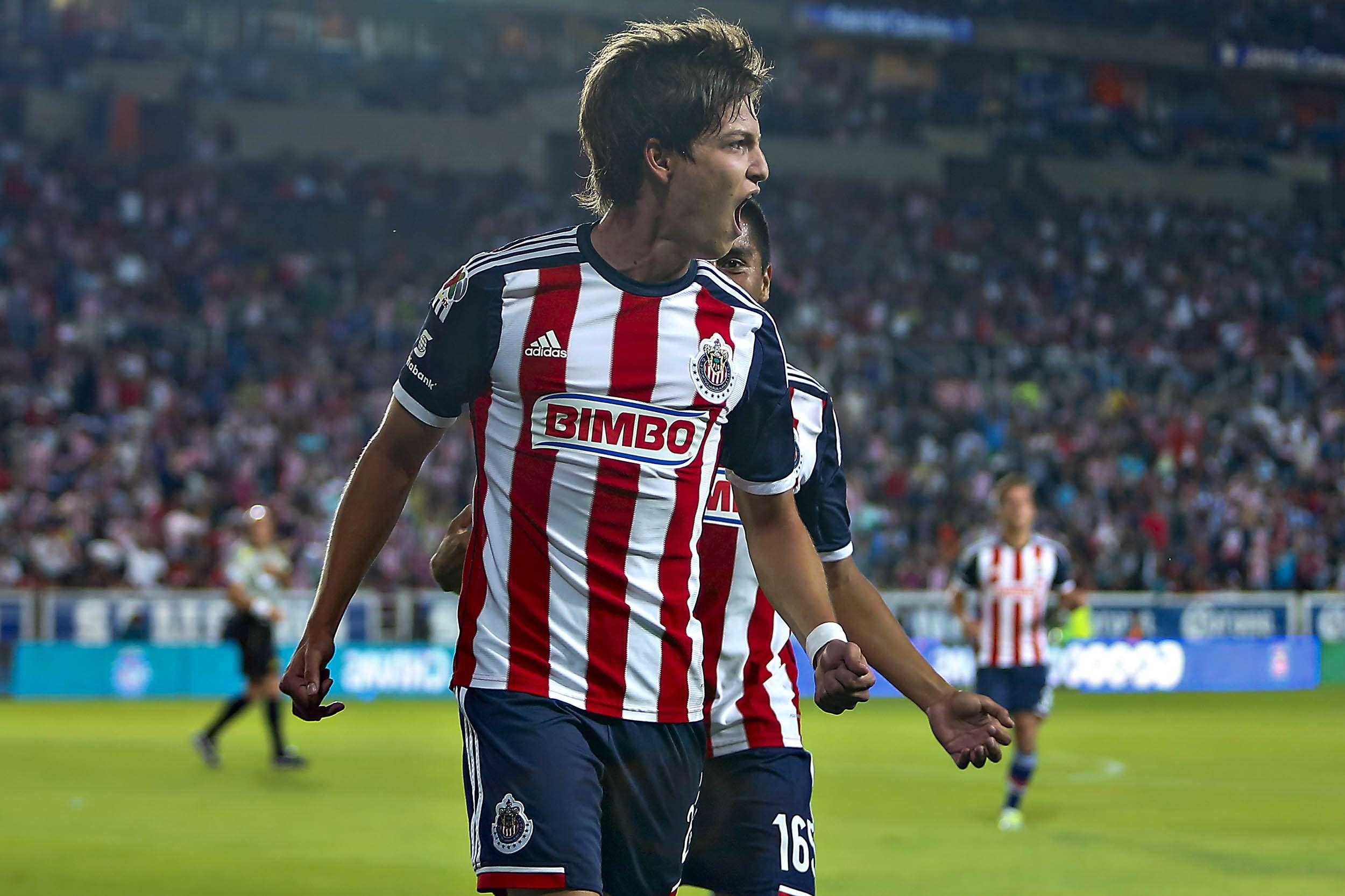 Carlos Fierro palpa la urgencia del rebaño para sumar tres puntos ante el rival directo por no descender. Foto: Imago 7
