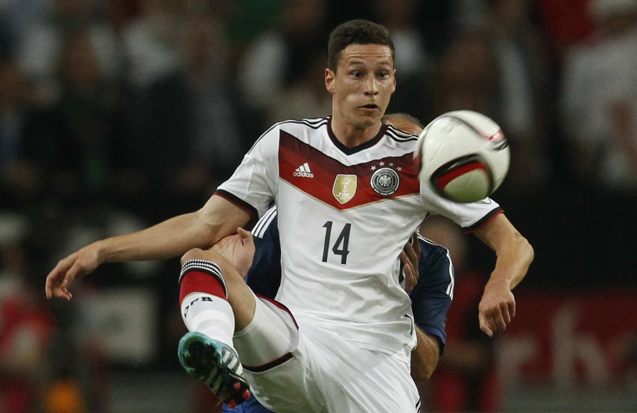Germany's Julian Draxler controls the ball during a friendly soccer match against Argentina in Duesseldorf September 3, 2014. REUTERS/Ina Fassbender (GERMANY - Tags: SPORT SOCCER) Foto: INA FASSBENDER/REUTERS