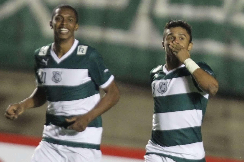 Erik comemora o gol da vitória do Goiás sobre o Fluminense Foto: Carlos Costa/Futura Press