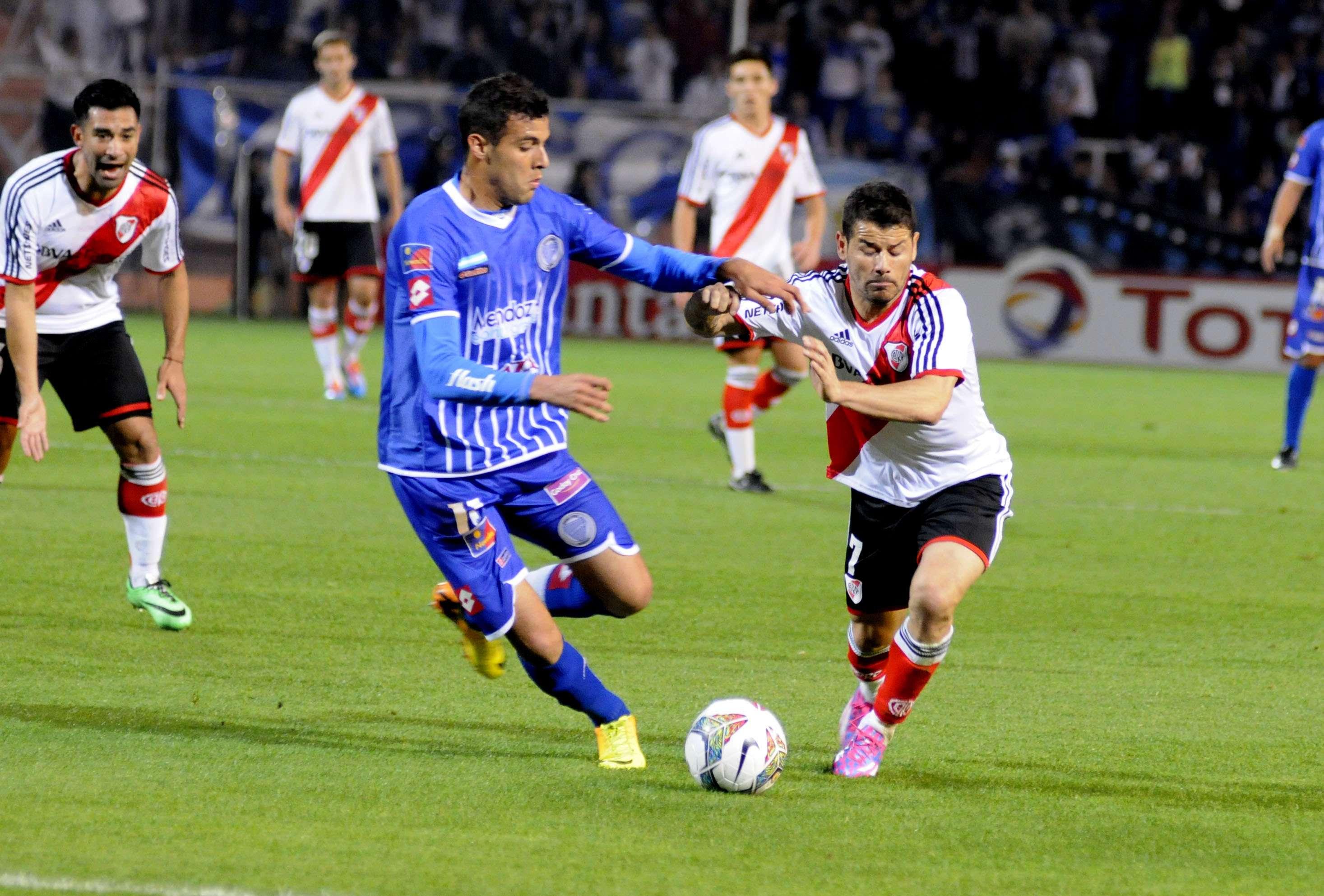 River venció 1 a 0 a Godoy Cruz en Mendoza con gol de Germán Pezzela en tiempo de descuento, por el encuentro de ida de los octavos de final de la Copa Sudamericana 2014. Foto: Agencias