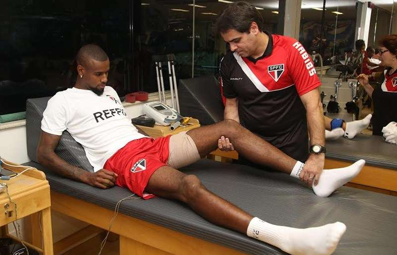 Felipe Santana faz tratamento no São Paulo Foto: Rubens Chiri/saopaulofc.net/Divulgação