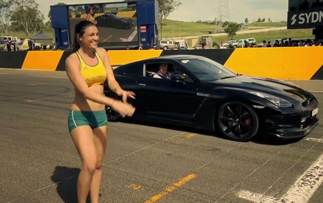 Jenneke y su carrera contra un auto. Foto: Reproducción.