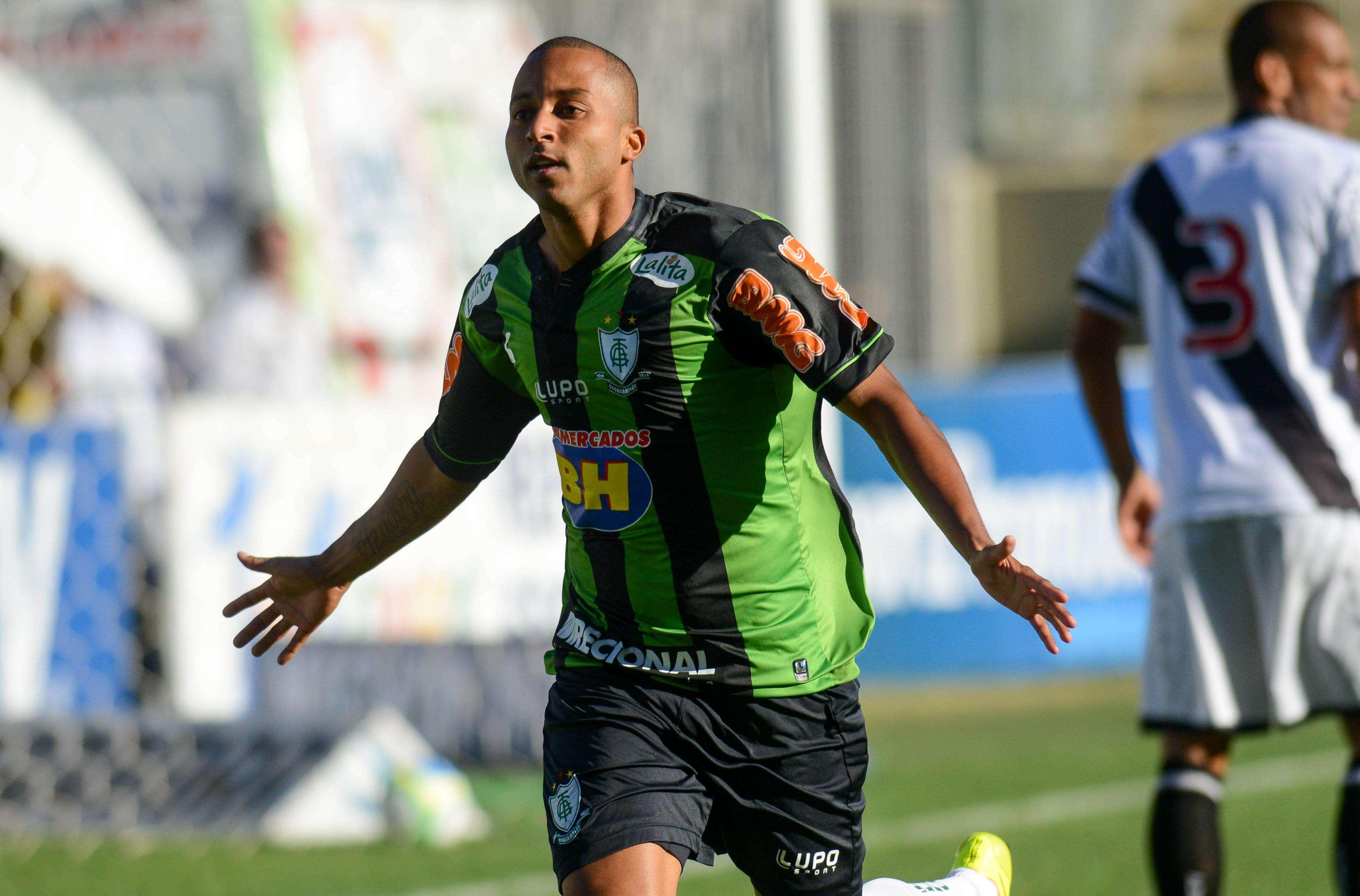 Willians, ex-Palmeiras, comemora primeiro gol do América-MG na partida Foto: Marcelo Sadio/Vasco/Divulgação