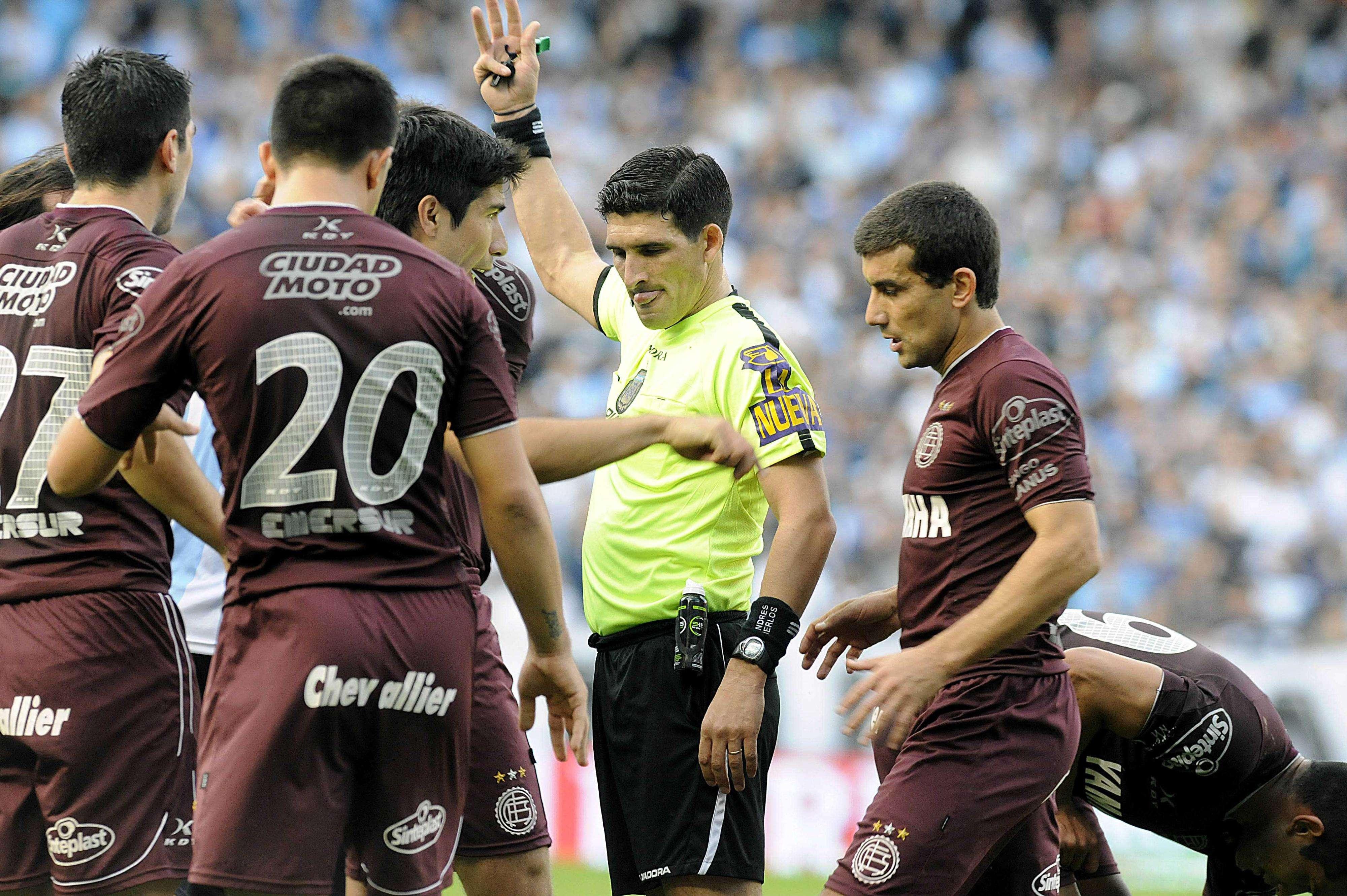 Lanús venció a Racing 3 a 1 con goles de Silvio Romero -dos veces- y Diego González. Centurión había marcado al inicio para los de Avellaneda. Foto: Agencias