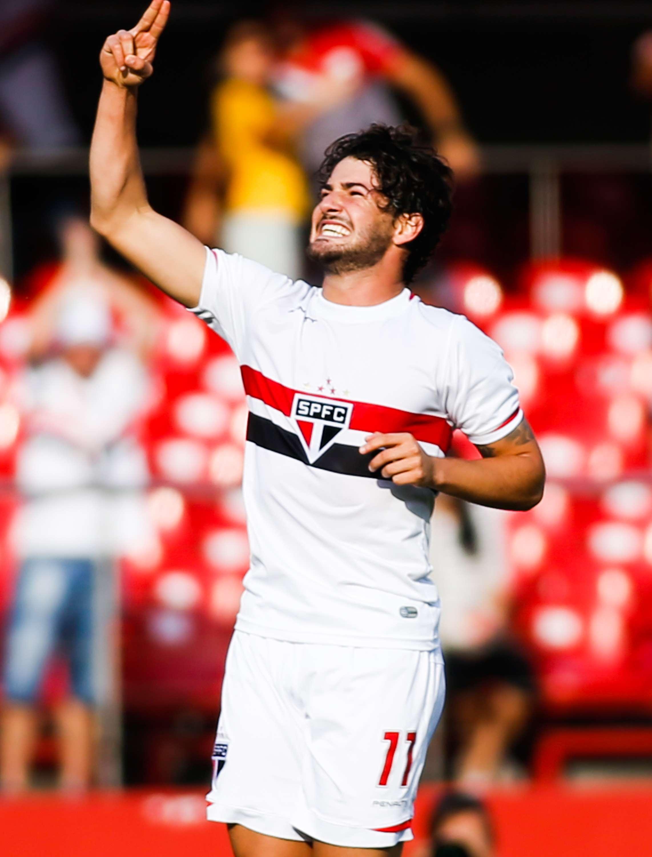 Alexandre Pato comemora segundo gol do São Paulo na partida Foto: Alexandre Schneider/Getty Images