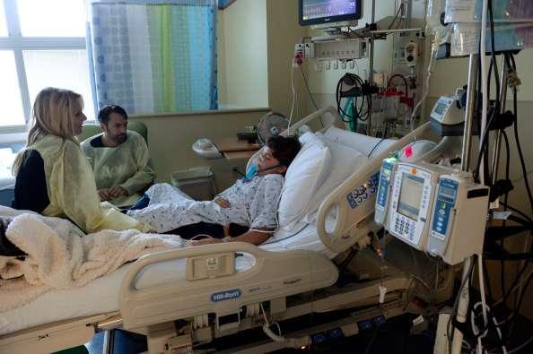 Will Cornejo, de 13 años de edad, fue internado en el Hospital de las Montañas Rocosas para niños en el Centro Médico de San Lucas en Denver el viernes 5 de septiembre. Will estaba en la escuela el martes, en la noche dijo que no se sentía bien, por la mañana del miércoles su madre lo encontró inconsciente en el sofá y tuve que llamar al 911 Foto: Getty Images
