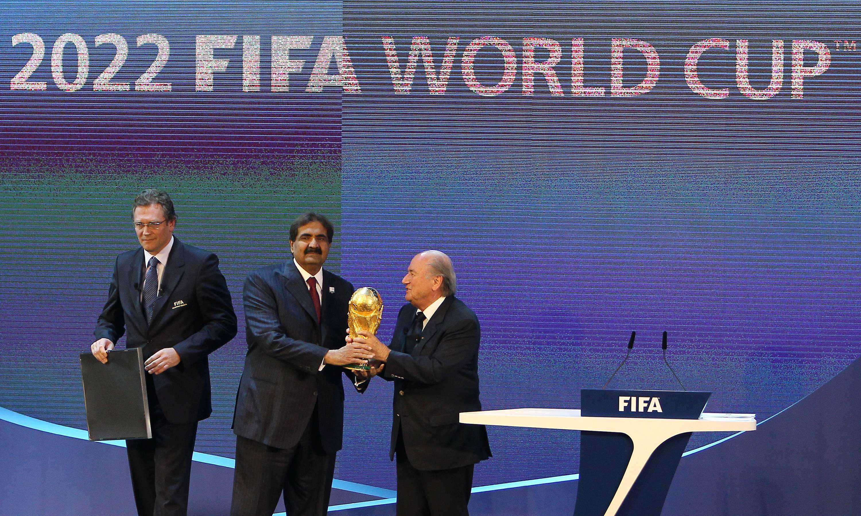 El presidente de la FIFA, Joseph Blatter, y el emir Sheikh Hamad bin Khalifa al-Thani en la designación de la sede del Mundial 2022 para Catar. Foto: AFP en español