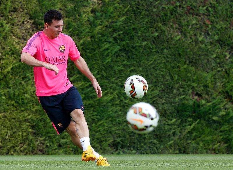 Lionel Messi durante treino do Barcelona na Ciutat Esportiva Joan Gamper. 17/08/2014 Foto: Gustau Nacarino/Reuters