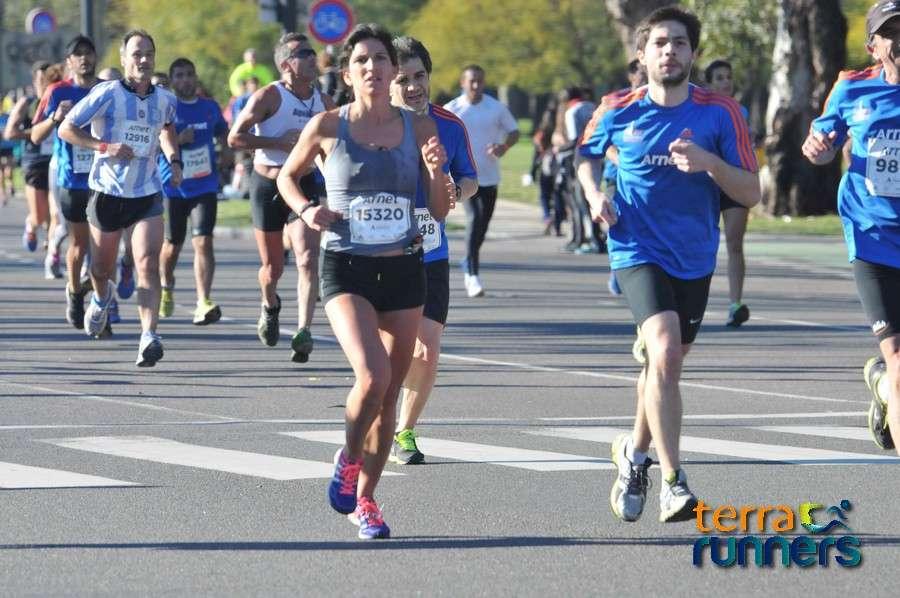 Más de 20000 corredores coparon las calles de la ciudad, en una nueva y multitudinaria edición de los 21k de Buenos Aires. Foto: Tomás Gorostiaga/Terra