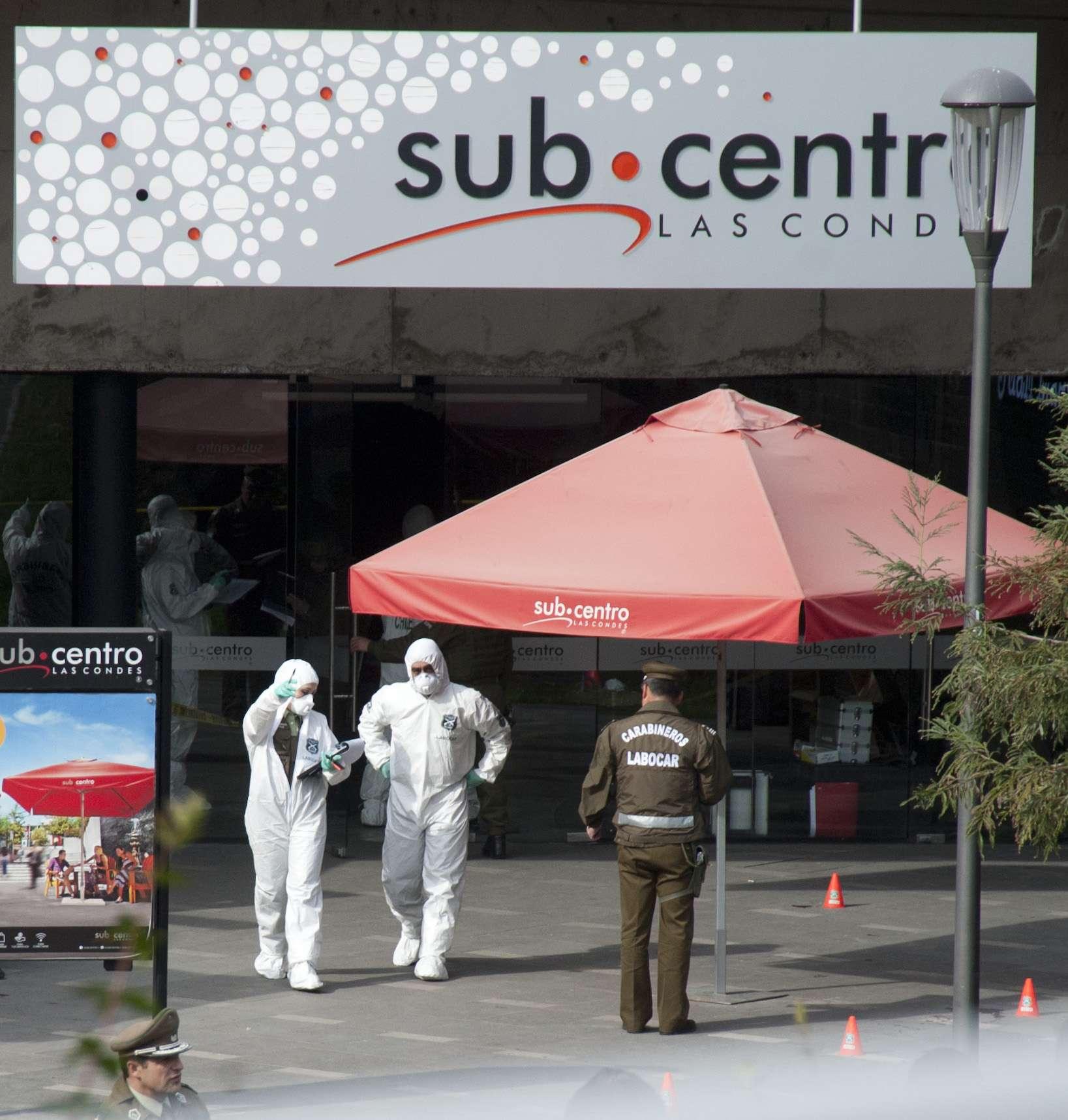 El artefacto explosivo fue instalado en el interior de un tarro metálico en uno de los pasillos de una galería aledaña a la estación del metro Escuela Militar, que a esa ahora estaba atestado de público almorzando. Foto: AFP en español