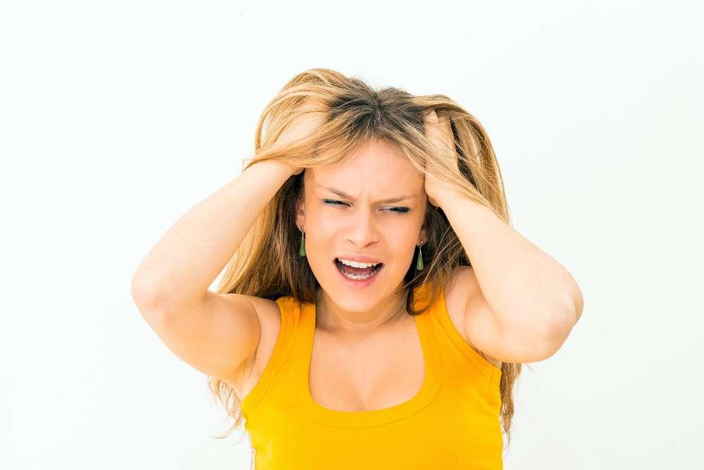 Aprenda com especialistas o que fazer para não arrancar o cabelo após um desastre capilar Foto: ilolab/Shutterstock