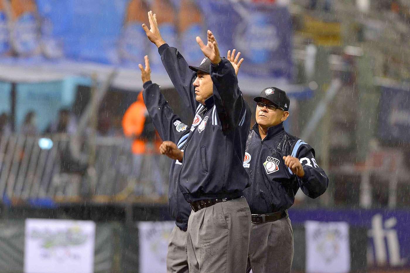 Los Pericos tomaron ventaja en un wild pitch de Marlon Arias que permitió a Sandy Madera cruzar la registradora. El partido se detuvo en la parte alta de la segunda entrada, misma en la que Puebla se puso al frente por 2-0 sobre el México. Foto: Diablos Rojos del México