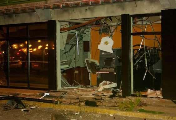Gran destrucción en sucursal bancaria de Peñalolén Foto: Reproducción