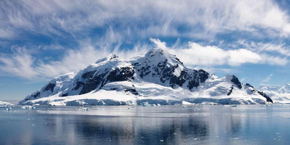 Montanhas, icebergs e paisagens gélidas são a grande atração da viagem, organizada pela Tauck Foto: Patrick Poendl/Shutterstock