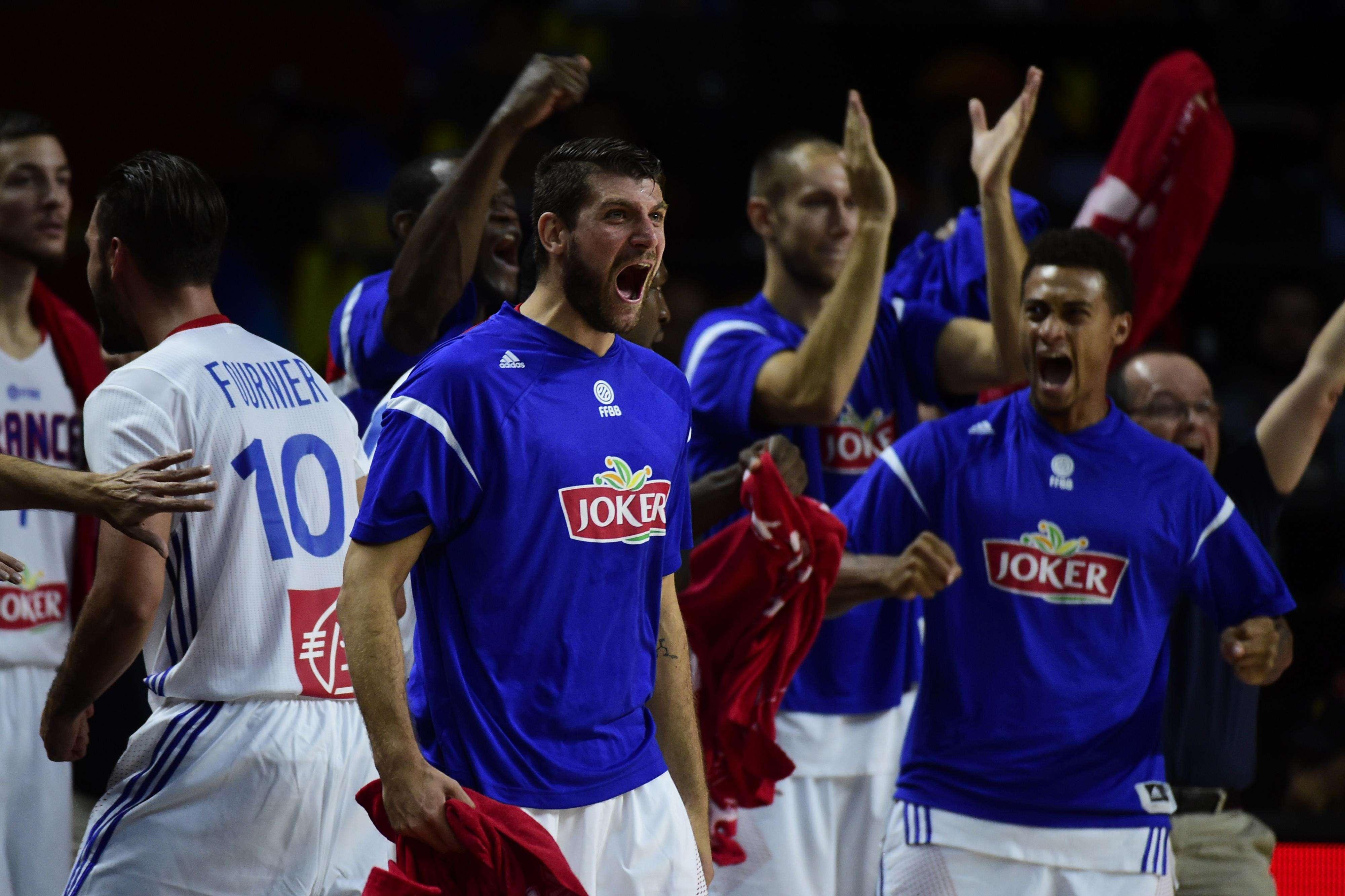 França vibra com vitória sobre os donos da casa Foto: Javier Soriano/AFP