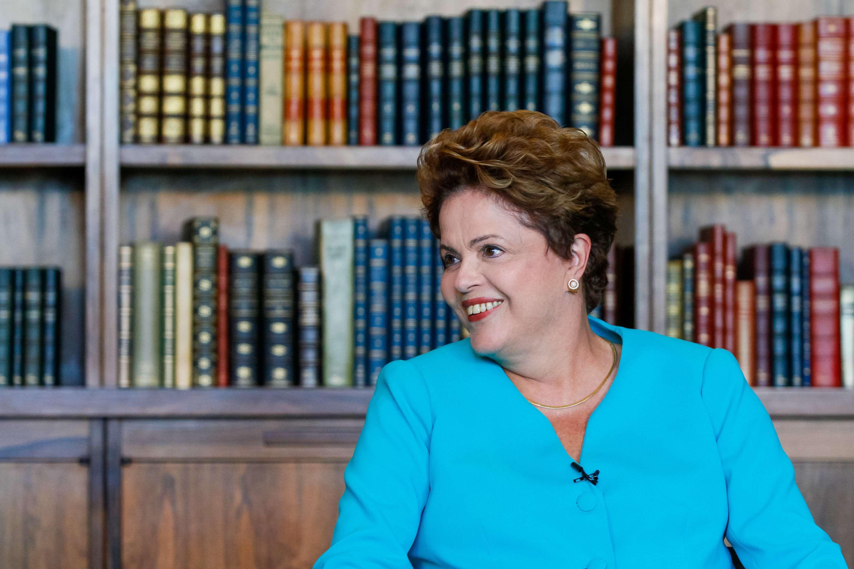 Dilma Rousseff usa mechas claras para iluminar o tom castanho Foto: Ichiro Guerra/ saladeimprensadilma13/Flickr